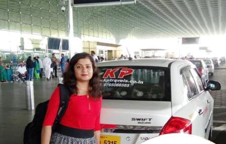 Satisfied Mumbai Airport cab Passenger